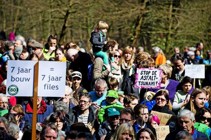 Al jaren wordt er geprotesteerd tegen de verbreding van de A27, zoals hier in 2013.