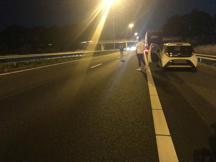 De A58 is gesloten door een botsing met vier auto's.
