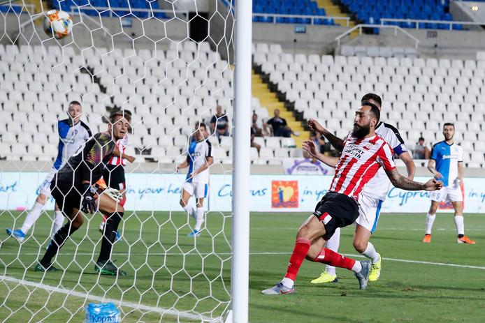 Konstantinos Mitroglou maakt op Cyprus aan alle onzekerheid een eind met de 0-2 van PSV tegen Apollon Limassol.