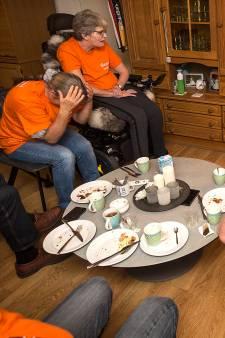 Zo beleefde de familie Sloetjes de halve finale van Lonneke: 'Ach, ze huilt'