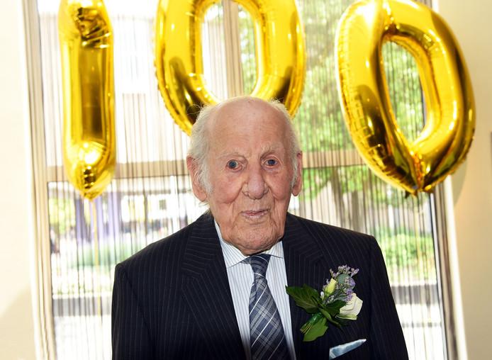 Oostburg; (Zeeuws) 23/05/2019. Bram de Hullu wordt 100 jaar. (tekst Wilma Valk)