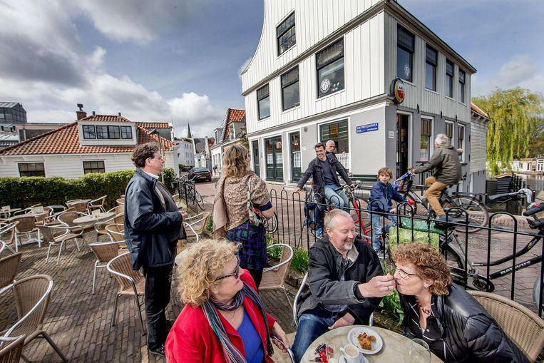 Het wereldberoemde café 't Sluisje in Nieuwendam. Beeld Jean-Pierre Jans