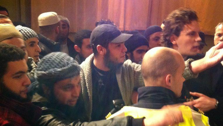 Radicale moslims uit België verstoren een debat met Tweede Kamerlid Tofik Dibi (GroenLinks) en de schrijfster en moslimactiviste Irshad Manju in De Balie in Amsterdam, 7 december 2011. Beeld anp
