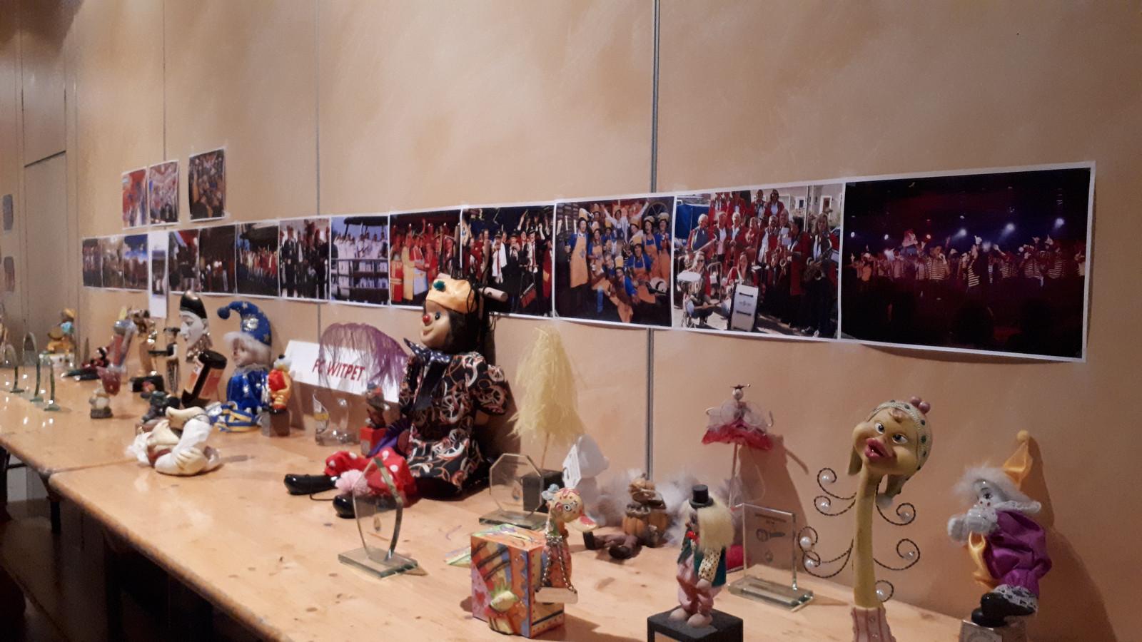 De 'prijzenkast' van FC Witpet's deelnames aan Leedkesfestival.