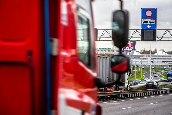Vrachtwagens op de snelweg. Foto ter illustratie.