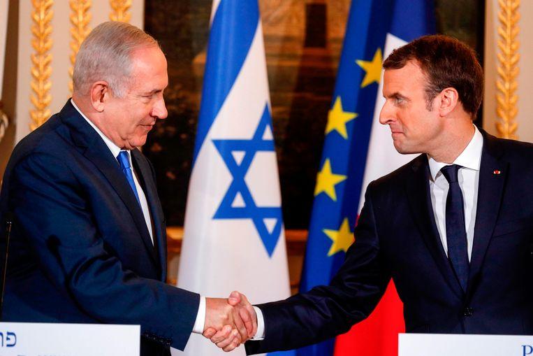De Israëlische premier Benjamin Netanyahu (links) en de Franse president Emmanuel Macron tijdens hun ontmoeting in Parijs.