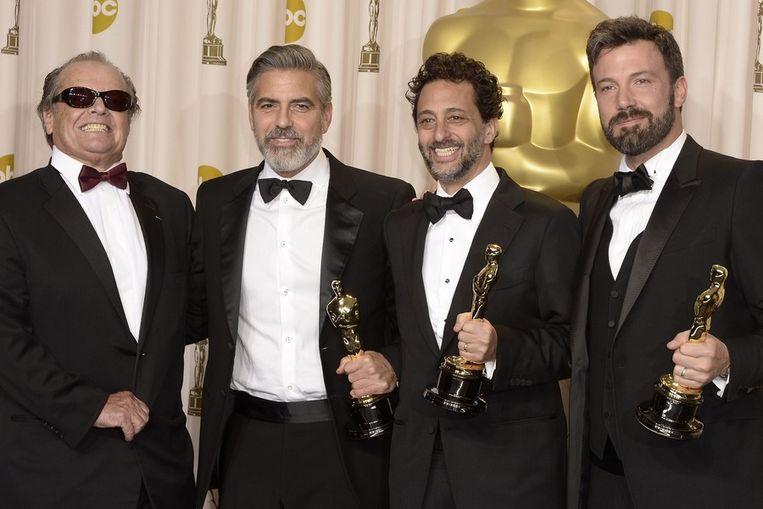 Presentator Jack Nicholson naast de producenten van Argo: George Clooney, Grant Heslov en Ben Affleck. Beeld epa