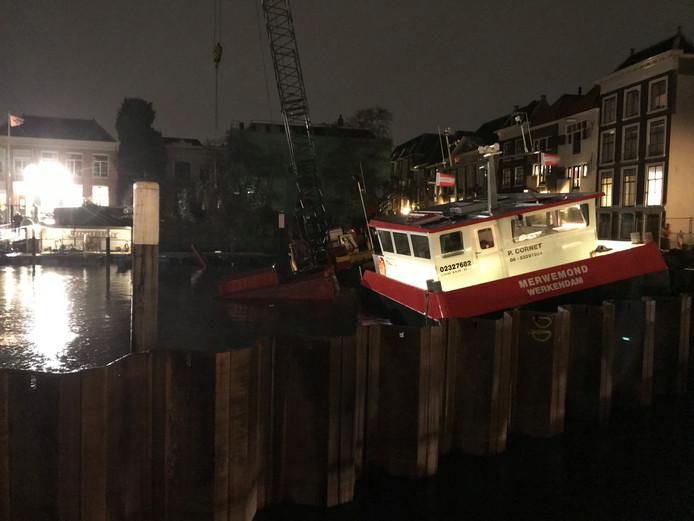 Schip in nood op het Maartensgat in Dordrecht.