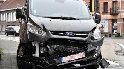 Aanrijding tussen ambulance en personenwagen