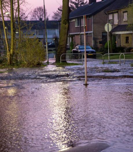 Gesprongen waterleiding zorgt voor veel wateroverlast in Roosendaal