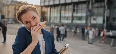 Millennial eet buiten de deur: 'Ik blijf liever zo lang mogelijk in bed'
