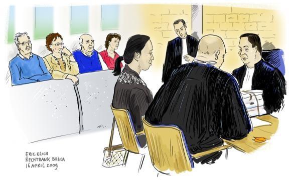 Strafpleiter Ronald Drenth staat zijn cliënte, de 38-jarige Bredase A. de J., bij tijdens de behandeling van haar zaak.