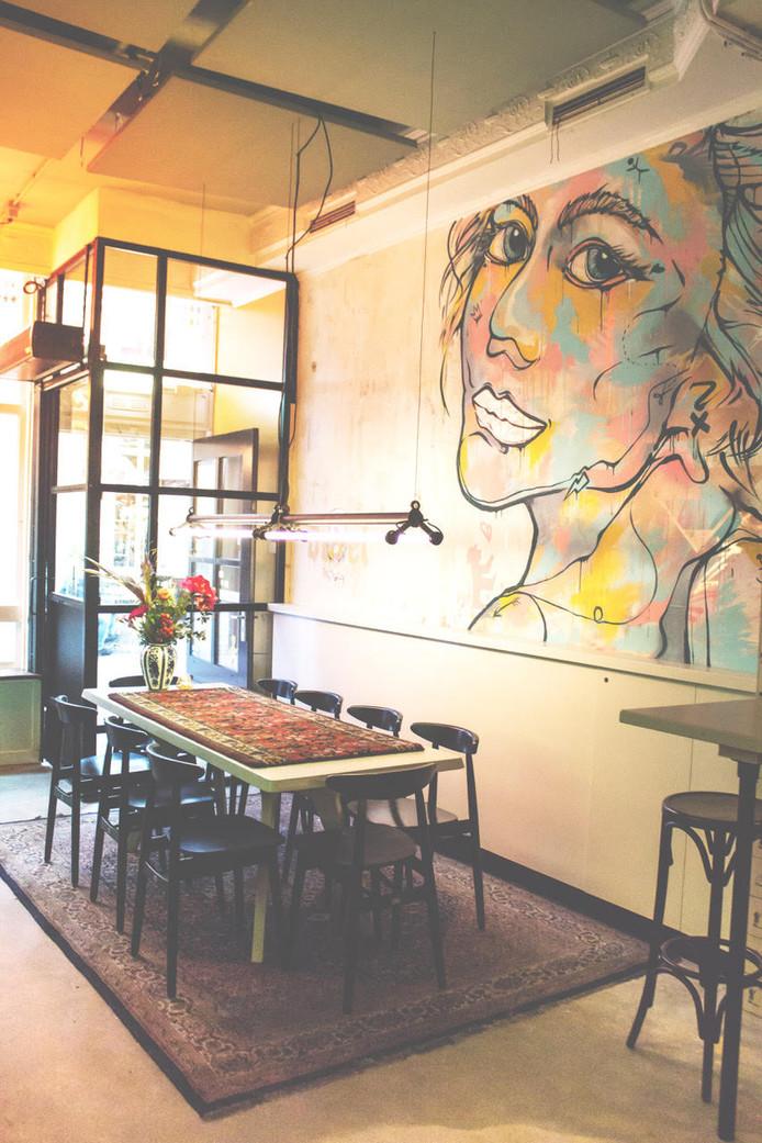 Dit2 is omgebouwd naar Eetcafé De Overkant
