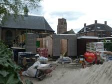 Nog even in de container, multifunctionele accommodatie bij kerkje voor bouwvak klaar