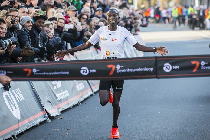 Joshua Cheptegei wint de 35e editie van de Zevenheuvelenloop.