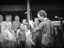 Apeldoornse singer-songwriter neemt met popkoor Serious Request-song op
