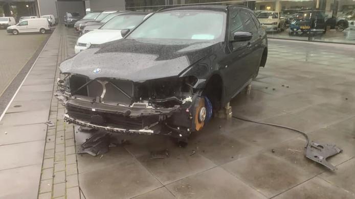 De gestripte BMW in Enter