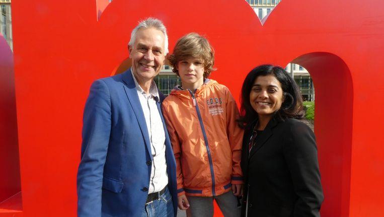 Stadsdeelbestuurders Dirk de Jager en Tanja Jadnanansing: 'Ik sta het liefst met kinderen op de foto.' Entree passant Tobias Beeld Schuim