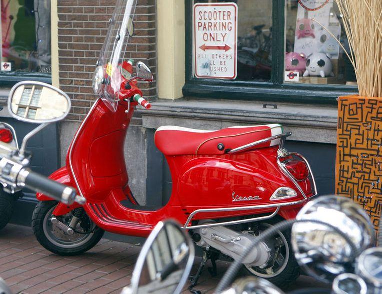 Volgens academisch trendwatcher Ingeborg Bruinewoud is de 'Holleeder-scooter' vooral populair onder Amsterdamse yuppen. Foto ANP Beeld