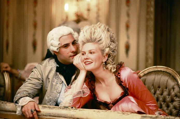 Kirsten Dunst speelt Marie Antoinette in de gelijknamige film uit 2006.