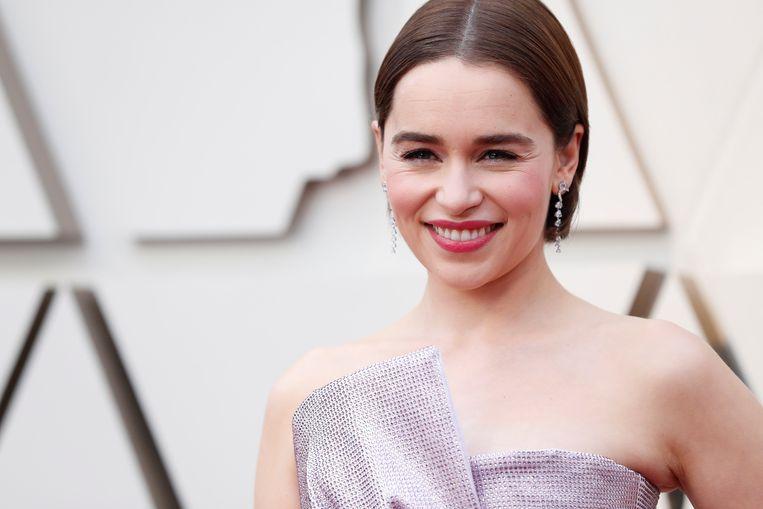 Emilia Clarke op de rode loper van de Oscars.
