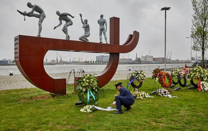 Herdenking Keti Koti bij het slavernijmonument  op de Lloydpier in Rotterdam dit jaar.
