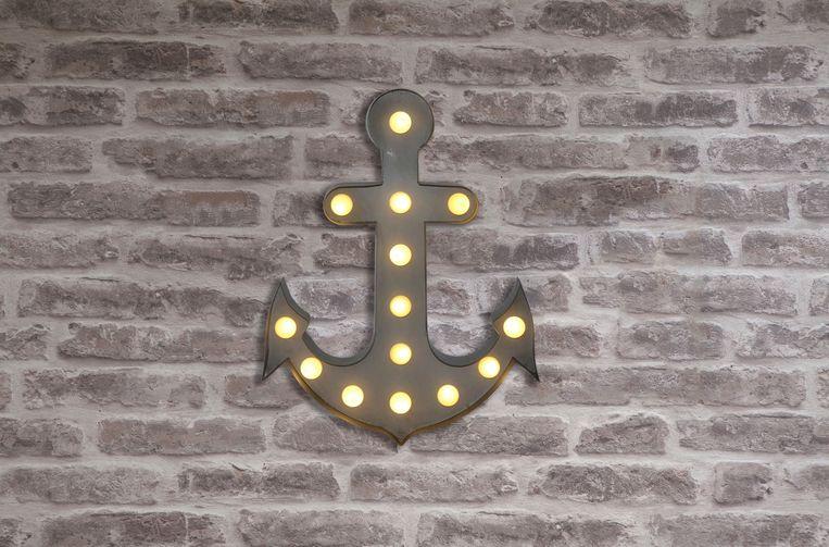 Ankervormige 'Circus'-lamp, 33 cm hoog, € 17. cultfurniture.com Beeld
