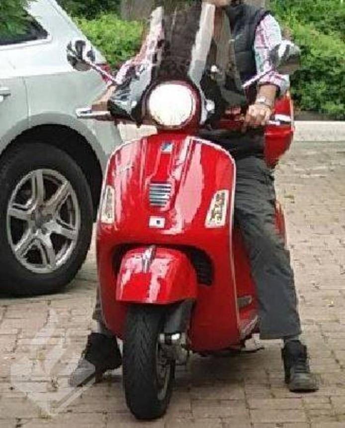 In Gouda is vanmiddag een scooter gestolen.