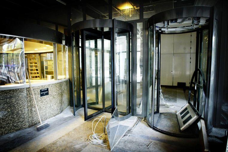 In 2003 werden automatische draaipoortjes geïnstalleerd in de Kamer, nu krijgen enkele van die poortjes ook gezichtsherkenning. Beeld ANP