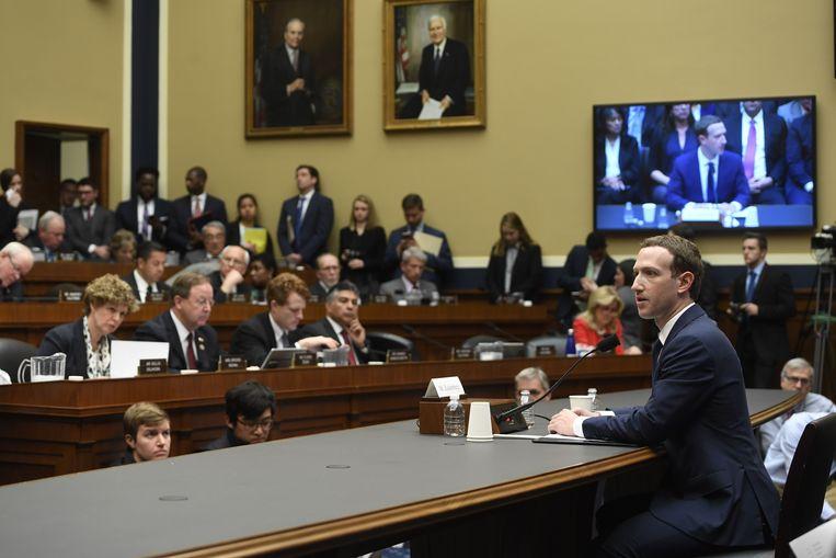 Mark Zuckerberg, CEO van Facebook, wordt verhoord door het Amerikaanse Congres. Beeld AFP