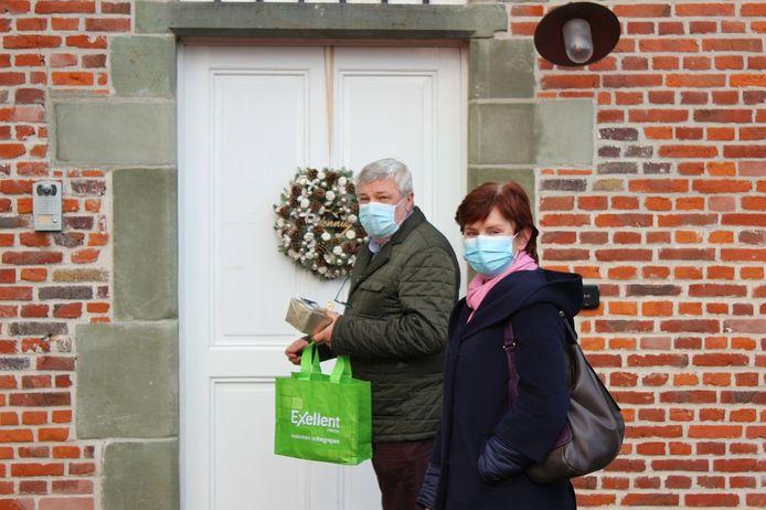 Geert De Cuyper en Christel O gaven een doosje pralines af.
