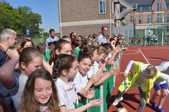 De leerlingen zorgden voor heel wat sfeer tijdens het wedstrijdje.