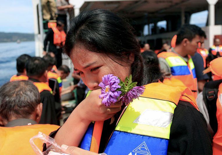 Tijdens de ceremonie werd menige traan geplengd voor de verdronken opvarenden.