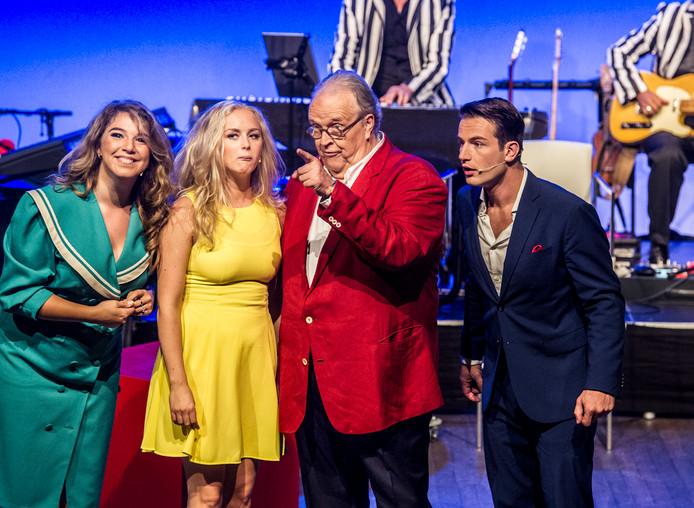 Maurice Hermans en deel van de cast: Sanne Verboom, Patricia Haastrecht en Marco de Kramer.