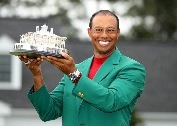 Tiger Woods kon gisteren voor de vijfde keer het befaamde groene hesje aantrekken.
