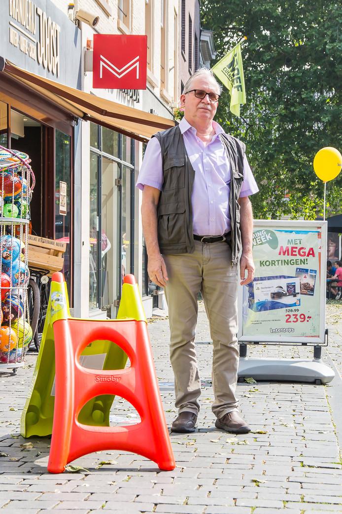 Kees Spikkers zet zich al jarenlang in voor de minder valide  en visueel beperkte medemens. Wat nog steeds een groot aandachtspunt is, zijn alle obstakels in de stad op het loopgedeelte van de weg. Dit maakt het heel lastig voor deze mensen om zich door de stad te bewegen.