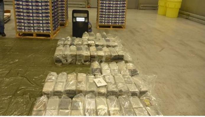 De aangetroffen pakketten cocaïne.