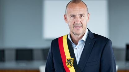 Burgemeester Gysbrechts krijgt schorsing van 2 maanden, geldboete voor zijn partij