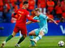 Cristiano Ronaldo zet Matthijs de Ligt op het verkeerde been in de finale van de Final Four van de Nations League.