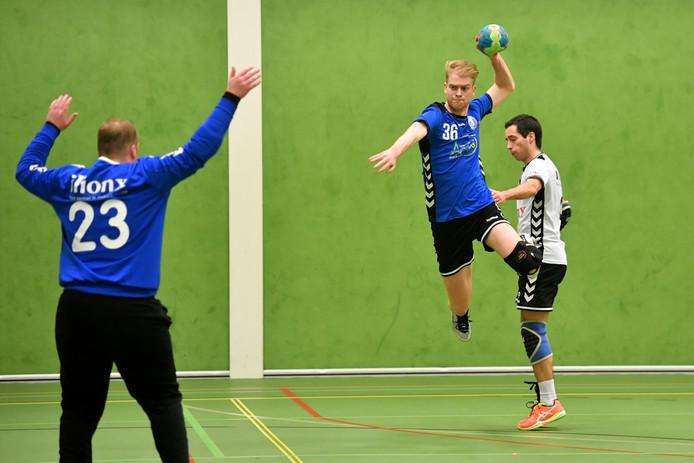 Lars van Beuningen scoort tegen Zwart-Wit.