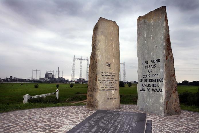 Langs de Oosterhoutsedijk ligt het monument ter ere van de heldhaftige Waaloversteek op 20 september 1944 door Amerikaanse soldaten van de 82nd Airborne Division.