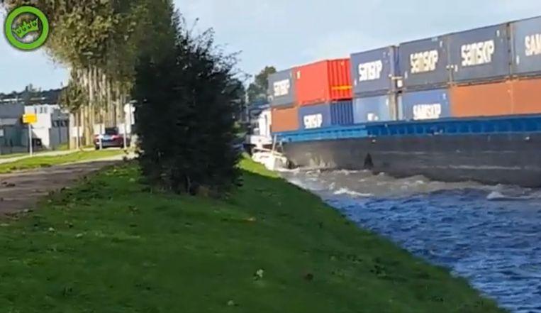 Het jacht werd geplet door het containerschip.