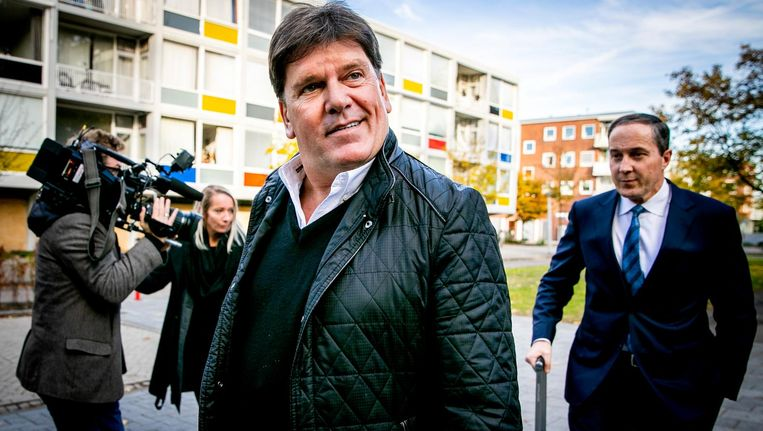 Advocaat Gert-Jan Knoops arriveert samen met Frank Masmeijer bij de rechtbank in Amsterdam. Beeld anp