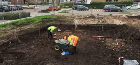 Archeologen verrast: fundering Stolkse boerderij maar 10 centimeter onder het gras