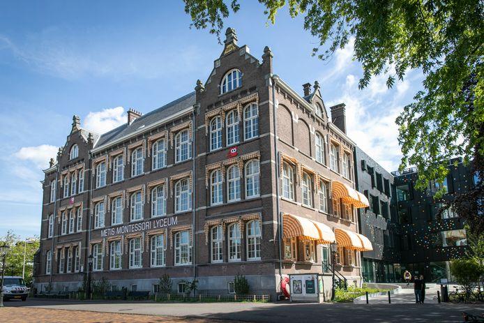 Het Metis Montessori Lyceum aan de Mauritskade in Amsterdam. Foto Dingena Mol