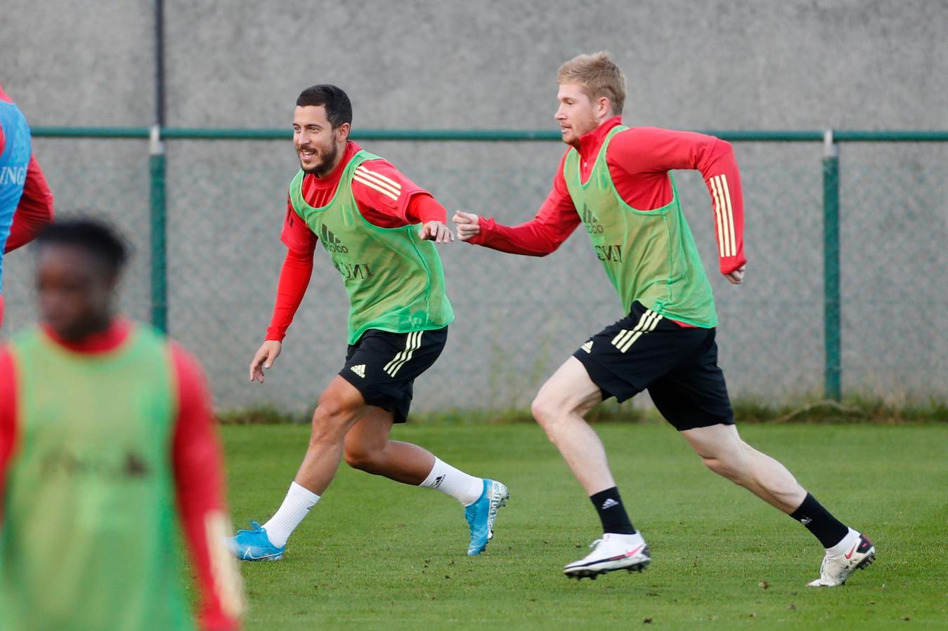 De Bruyne en Eden Hazard vanavond op training.