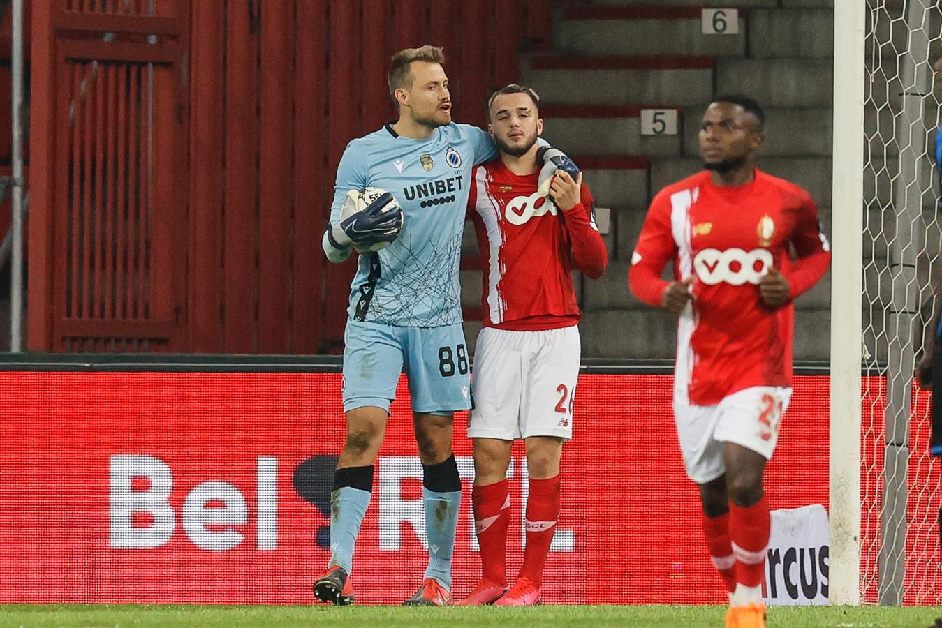 Nicolas Raskin met Simon Mignolet tijdens de topper van zaterdag. De doelman van Club Brugge testte daags nadien positief.