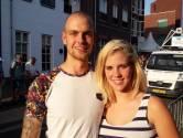 Wielrenners scheuren langs voordeur Jasper en Rosanne, die nog geen dag in Boxmeer wonen