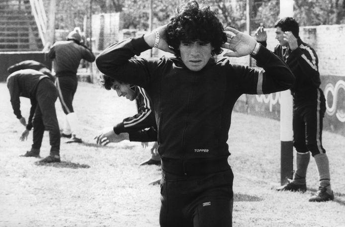 Warming-up bij Argentinos Juniors, 1977. Maradona is hier 17 jaar.