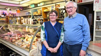 """Met De Blauwe Duiver verdwijnt laatste échte buurtwinkel van Izegem: """"Het gekke is dat we de afgelopen weken weer meer klanten over de vloer krijgen"""""""